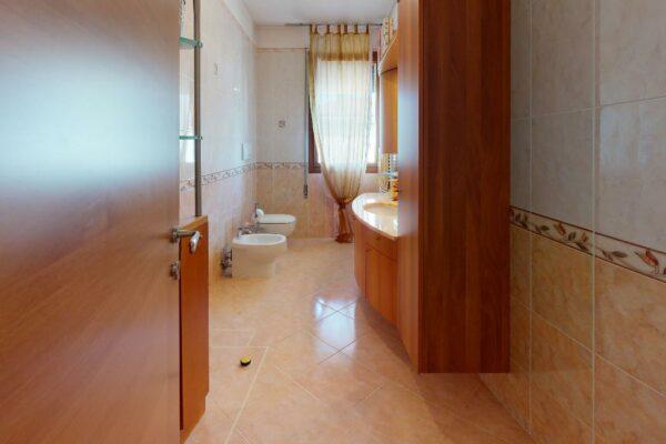 Una-porzione-di-trifamiliare-a-Grantorto-PD-Bathroom